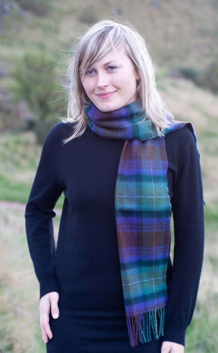 how to wear a scottish scarf