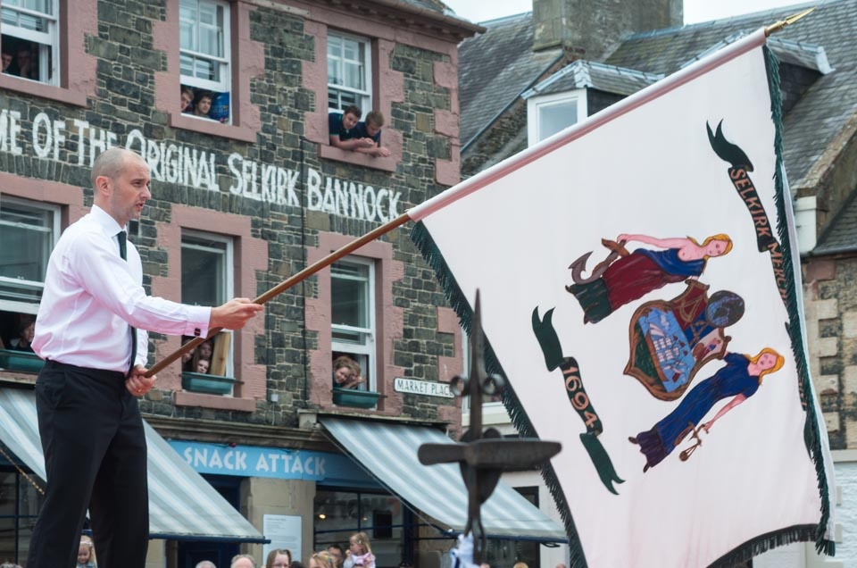 Selkirk Common Riding, Casting of the Colours