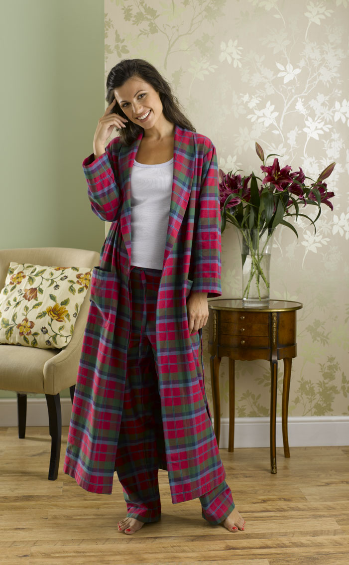 WOMEN'S CASHMERE ROBES. Unwind in our women's cashmere robes at Johnstons of Elgin, unrivalled in sophistication. Our cashmere dressing gowns are crafted from % pure cashmere cloth, incredibly supersoft to the touch, and silk lined.