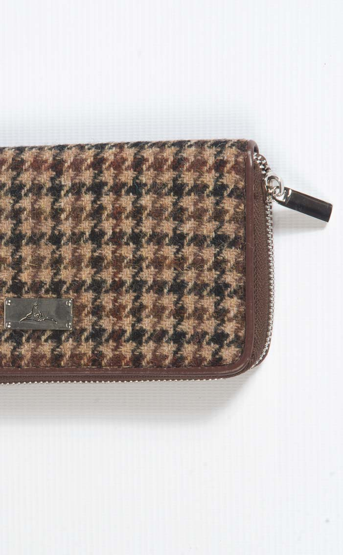 Colour: Brown Dogtooth