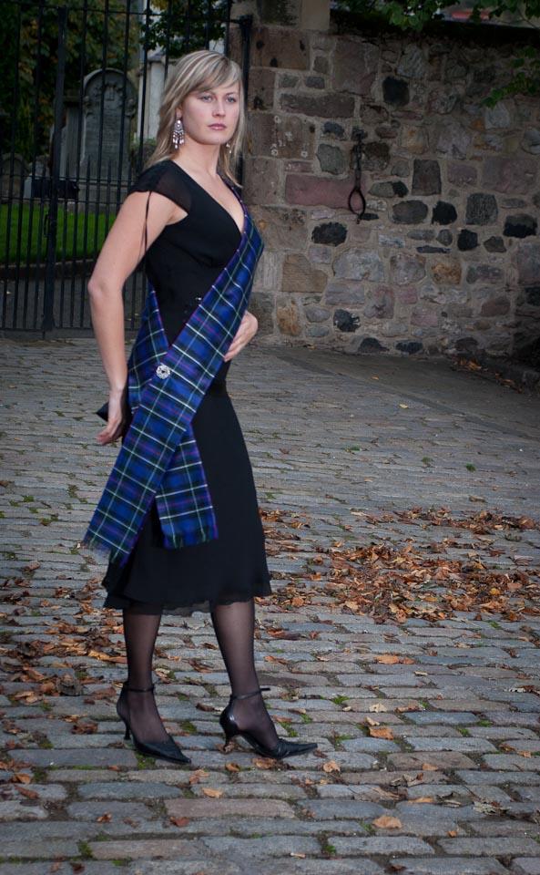 how to wear a tartan sash